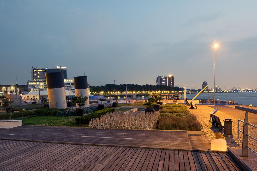 Hotel New York Rotterdam zicht nacht