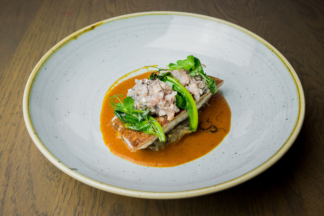 NY Basement Rotterdam zuurdesembrood auberginecompote tartaar makreel amsoortjes saus gegrilde tomaat