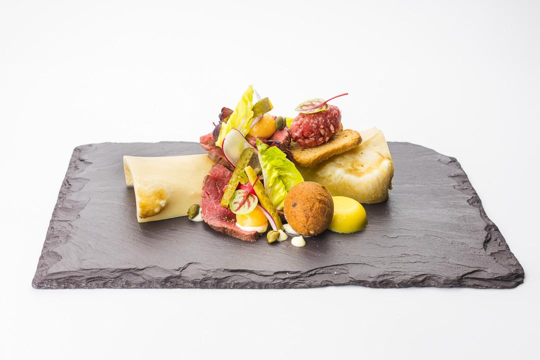 Kruisherenhotel Maastricht steak tartaar osseworst