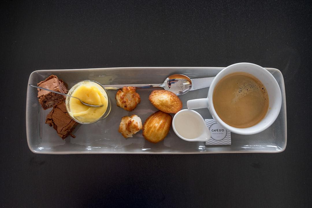 restaurant Cafe d'o koffie kokosrots madeleine brownie advocaat