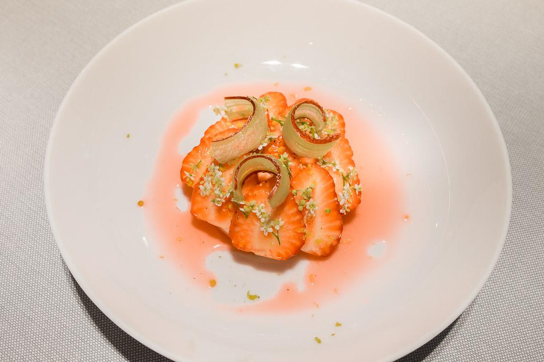 gist antwerpen restaurant panna cotta geitenmelk aardbei rabarber elderflower