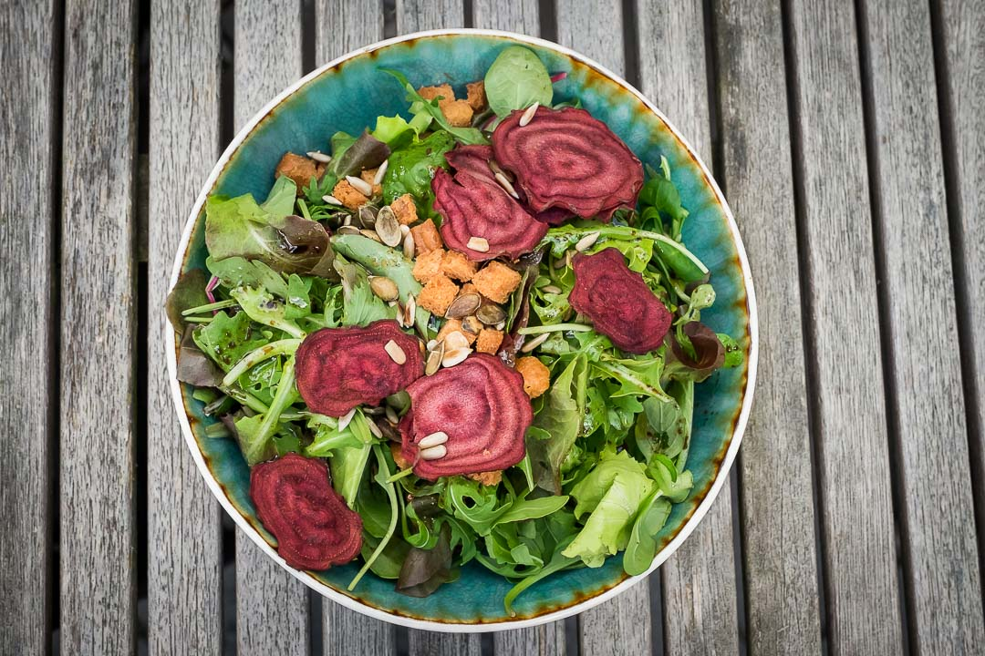 Salade rode biet pijnboompitten