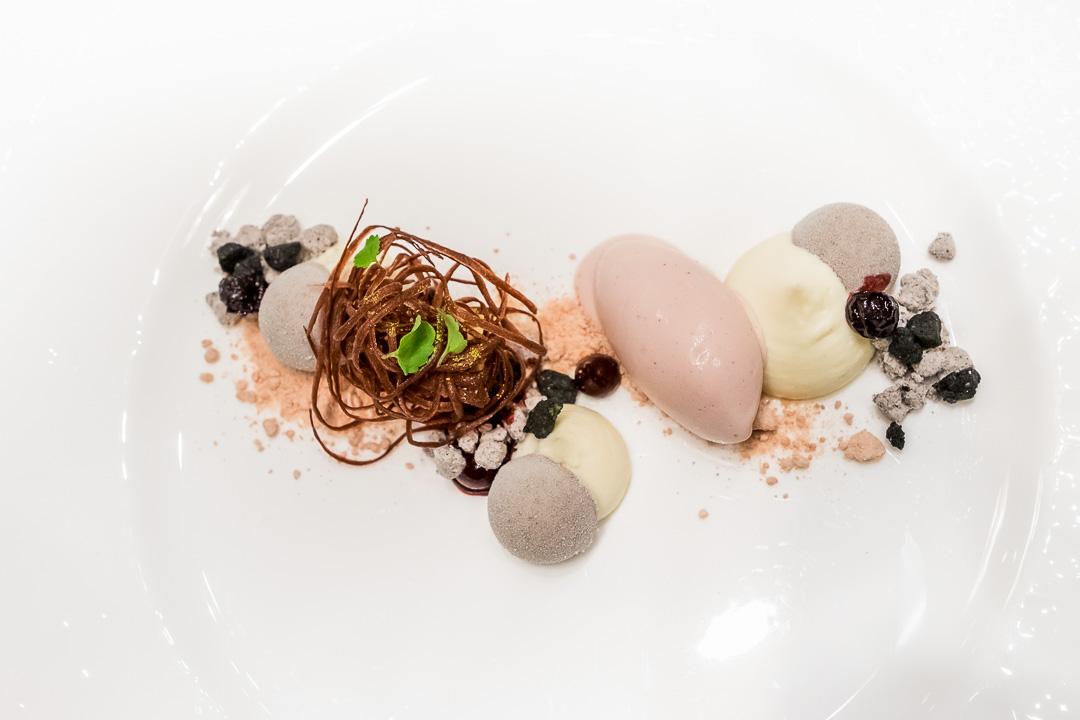 Onyx Restaurant Boedapest violet dessert
