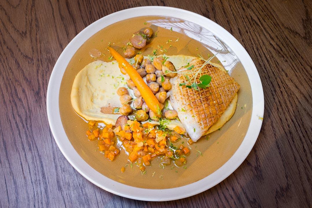 les chouettes paris restaurant cuttlefish humus