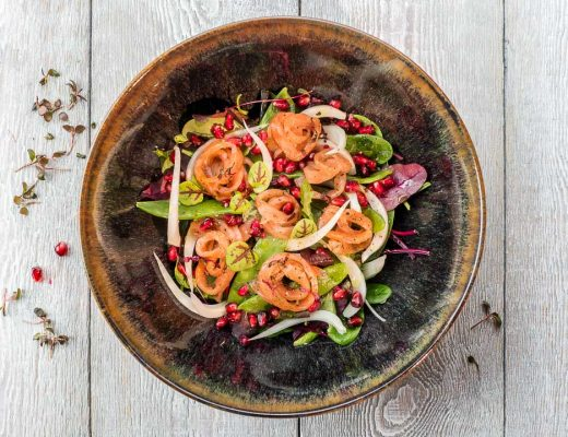 Salade zalm venkel mangetouts granaatappel