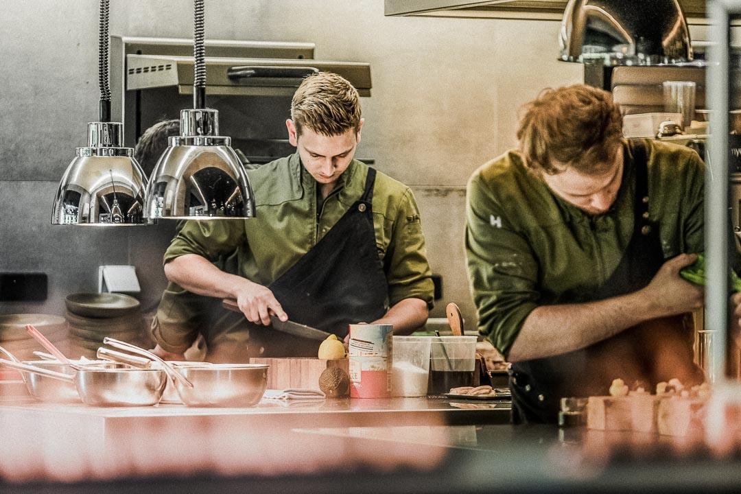 Het team van restaurant Seir in actie.