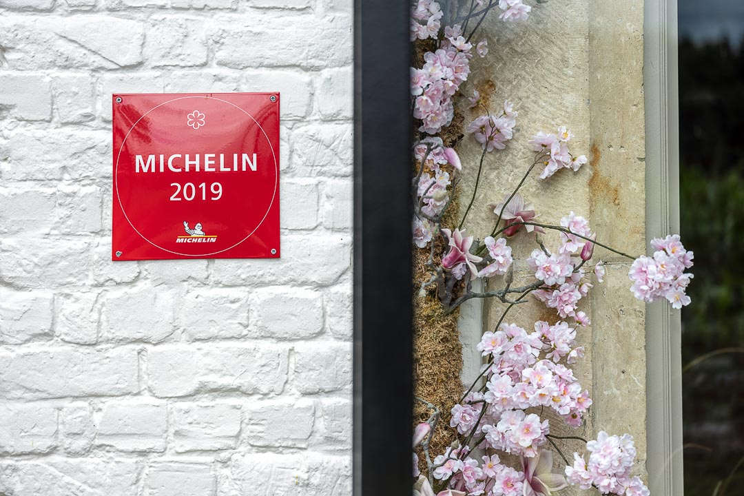Michelin 2019 facade plaque. Auberge De Herborist by Hungry for More.