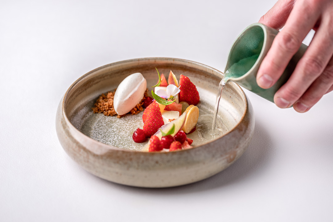 Panna cotta with calvados, strawberry, apple, basil and vanilla. Action view. Auberge De Herborist by Hungry for More.
