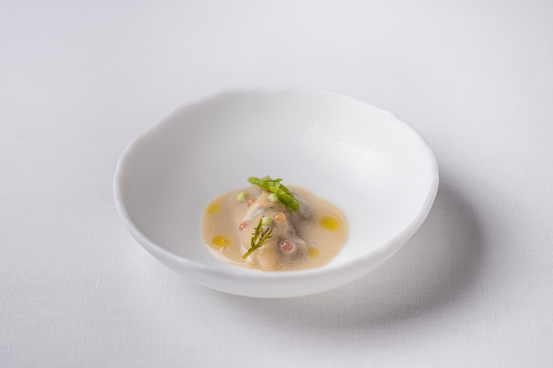 Enoteca Paco Pérez by Hungry for More. Details of the appetizer with oyster by chef Xisco Simon.