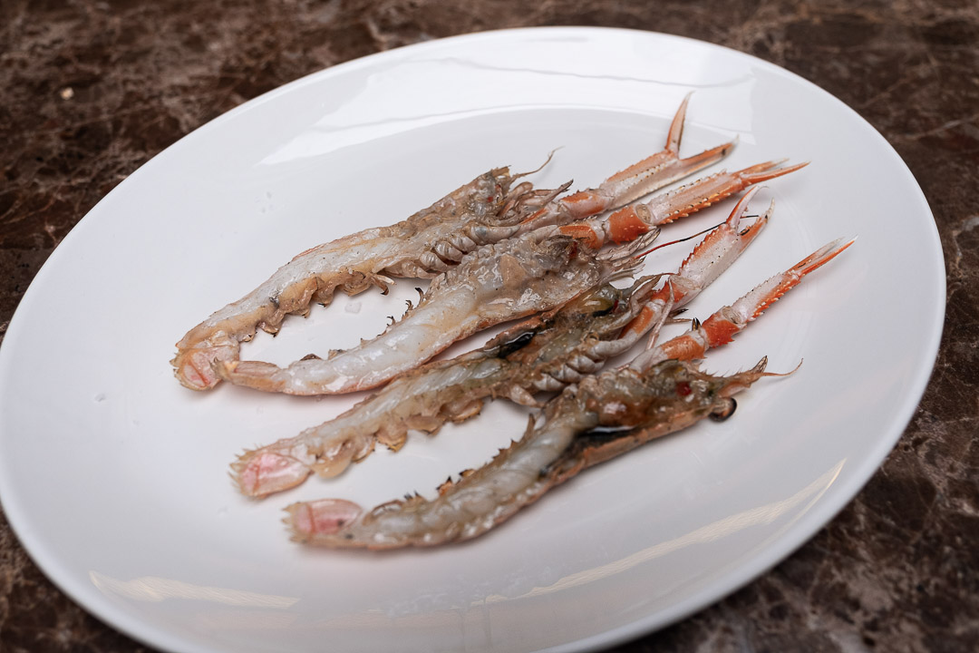 Taxi's by Hungry for More. Langoustine, gegrild op houtskool by chef Gilles Bogaert.
