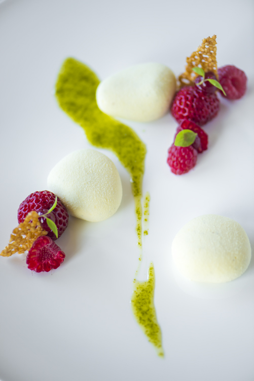 Dessert with olive oil and lemon by Bart Ardijns.