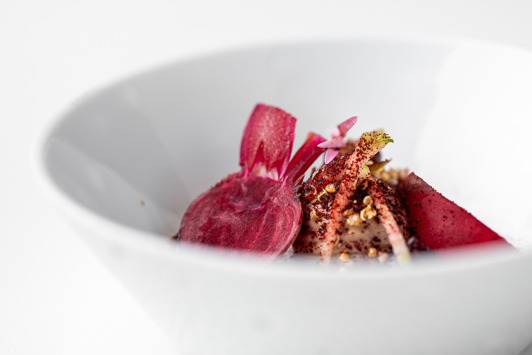 Kommilfoo by Hungry for More. Details of the amuse with beetroot by chef Olivier de Vinck.