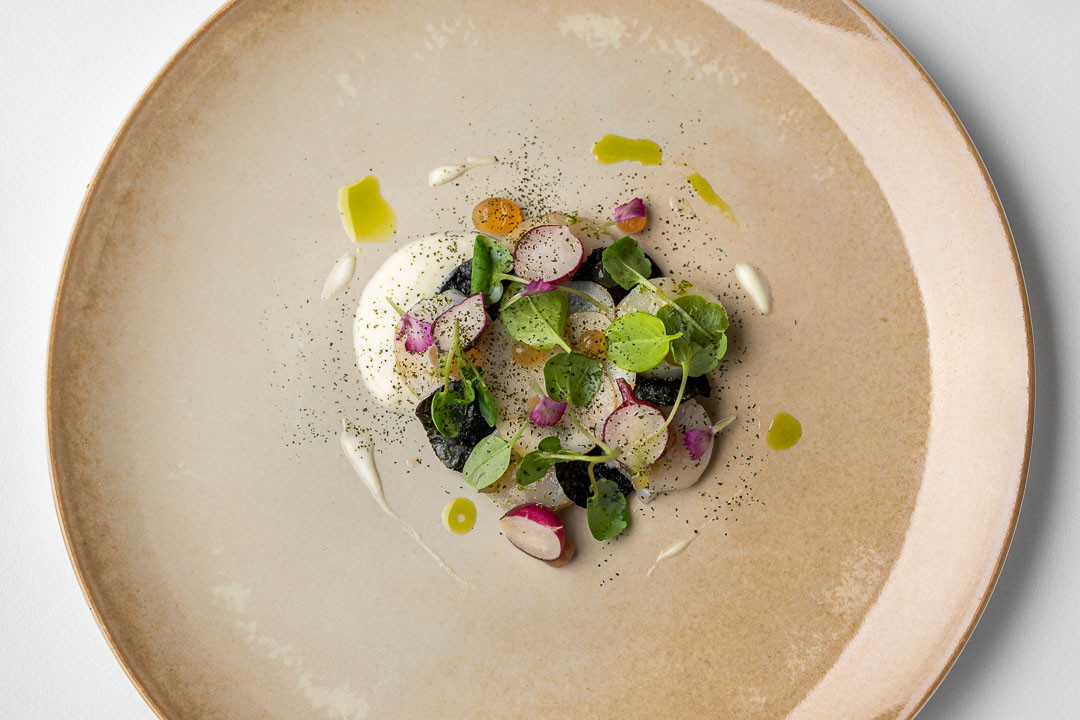 Kommilfoo by Hungry for More. Top shot of the dish with coquilles by chef Olivier de Vinck.