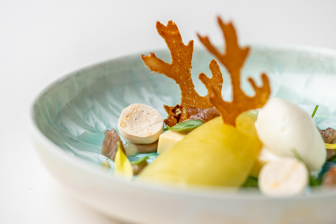 Kommilfoo by Hungry for More. Details of the dessert with pears by chef Olivier de Vinck.