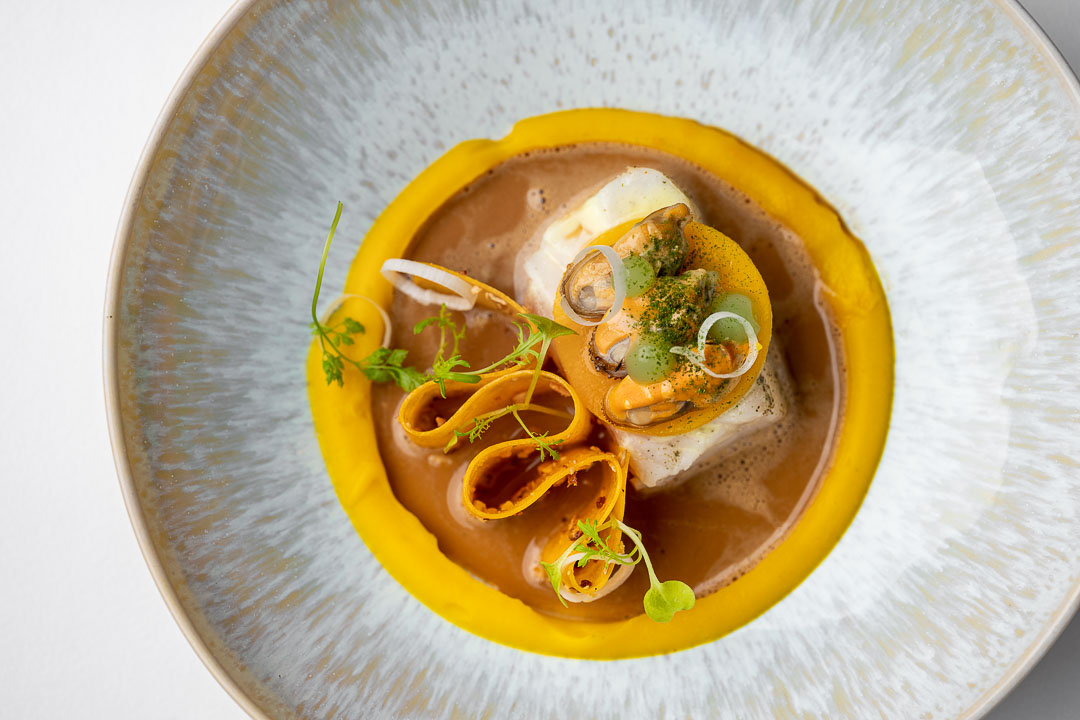 Kommilfoo by Hungry for More. Top shot of the dish with mussles by chef Olivier de Vinck.