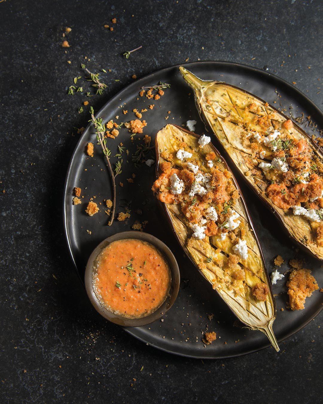 Recipe with eggplant, tomato and bread crumble of Zero Waste