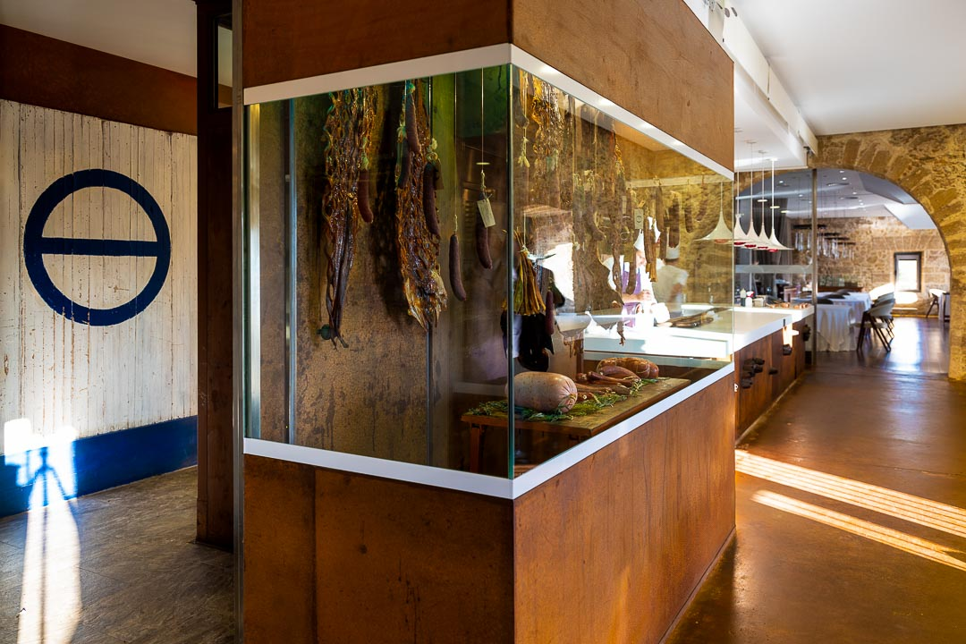 Aponiente by Hungry for More. Interior. Food on display.