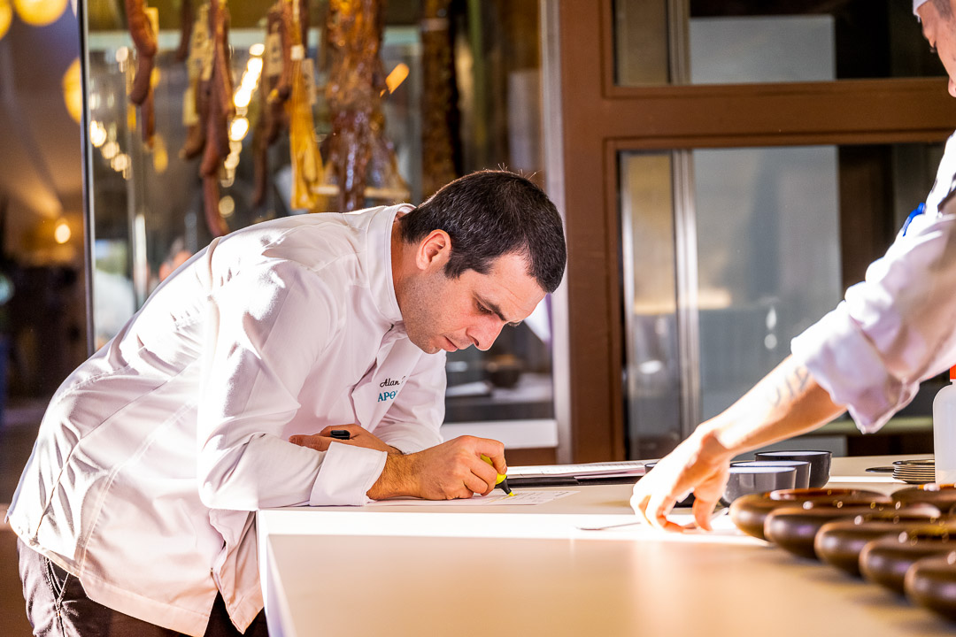 Aponiente by Hungry for More. Kitchen. Alan Iglesias.