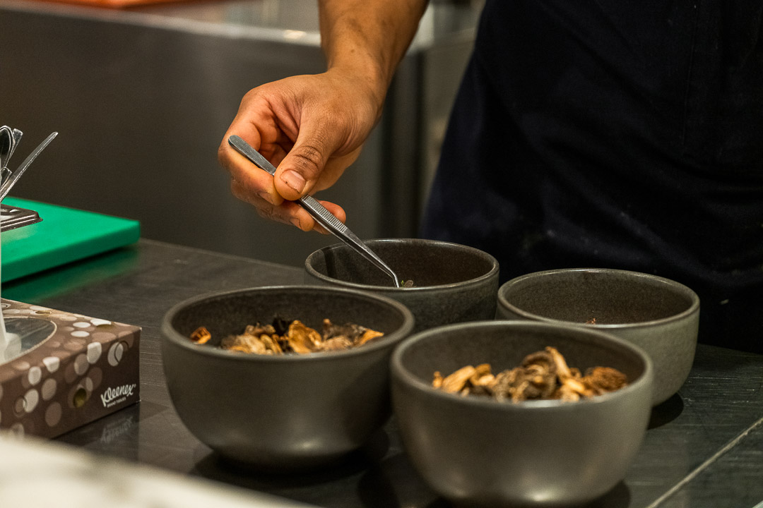 RIJKS by Hungry for More. Kitchenteam preparing the mushroom dish.