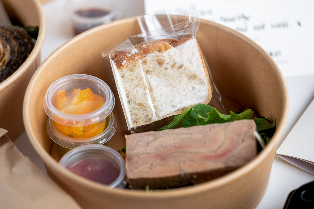 O&O by Hungry For More. Take-away pakketje voor de foie gras en pan de agua