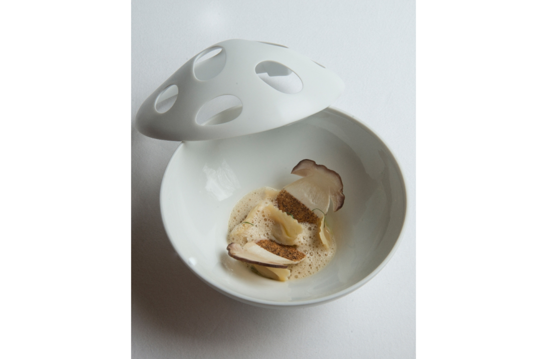Recept: Plin's gevuld met Parmezaanse kaas, balsamico, eekhoorntjesbrood en knolselderij door Jarno Eggen - Restaurant De Groene Lantaarn