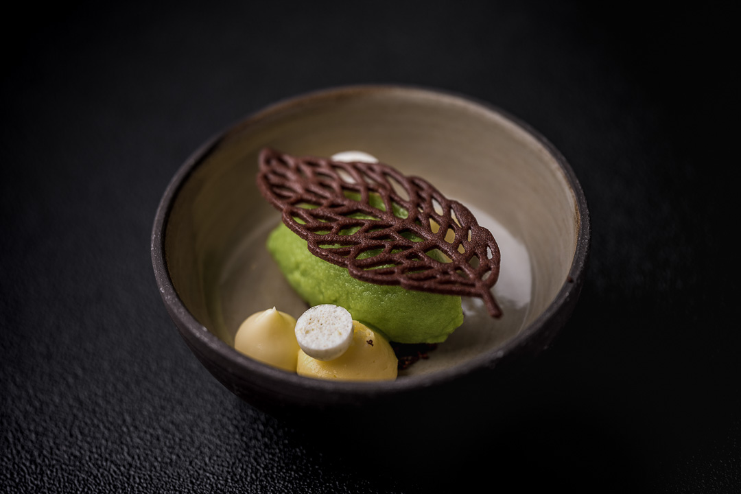 Le gastronome By Hungry For More - Witte chocolade met citroen en sorbet van den en zuring.