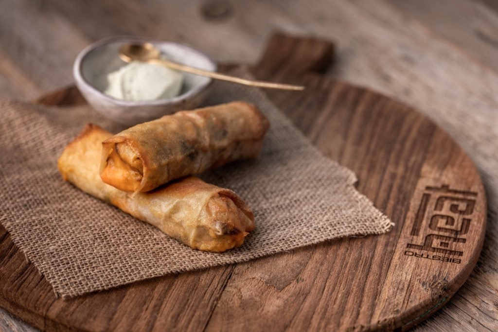 Taquitos with pulled lamp, cheddar and sour cream of Biestro H-eat