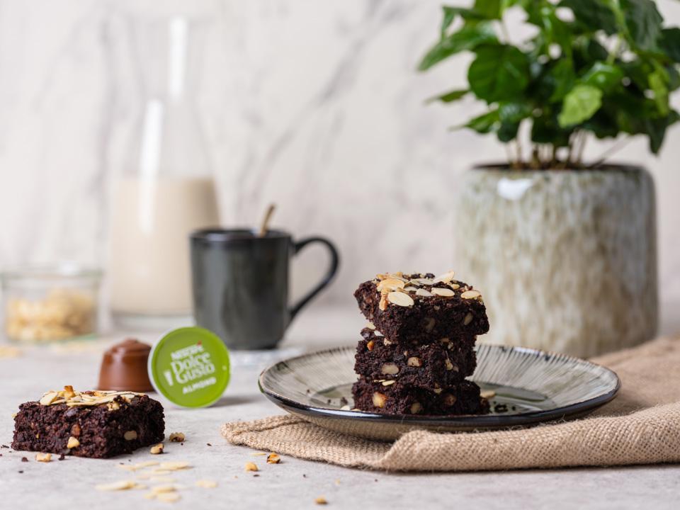 Vegan brownies with integrated almond coffee taste