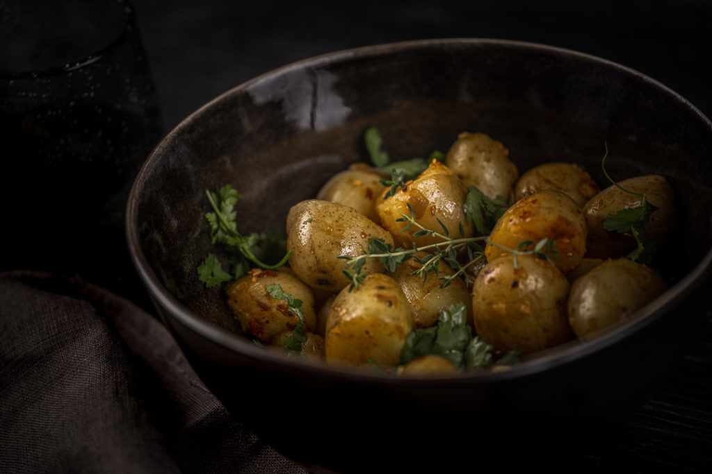 Deze aardappelkwartjes verrassen met hun pittige karakter.