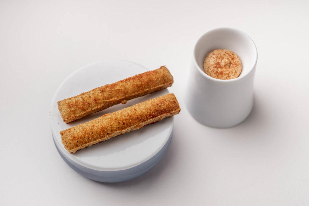 Pannelle, Siciliaanse street food snack met een dip van 'nduja'.